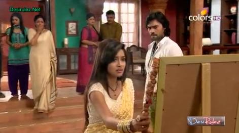 Nirbhay dovodi Akasha kuci u besvesnom stanju, Ekadish odbija da ga