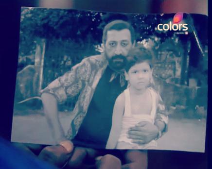 Naku nalazi Sriramovu sliku s malim Datom!