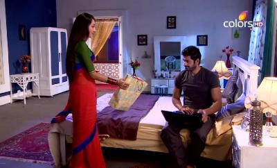 Nandini daje poklon Akašu!