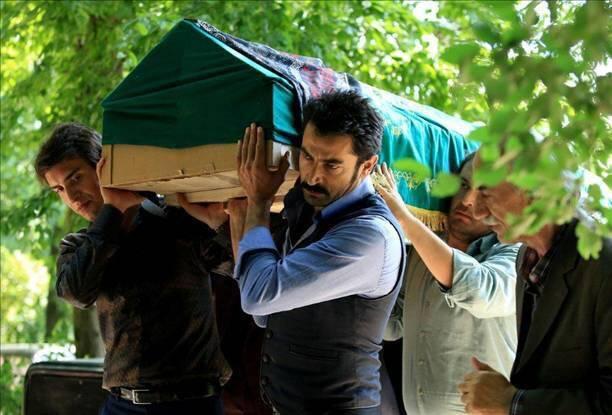Mahir nosi kovčeg svoje majke