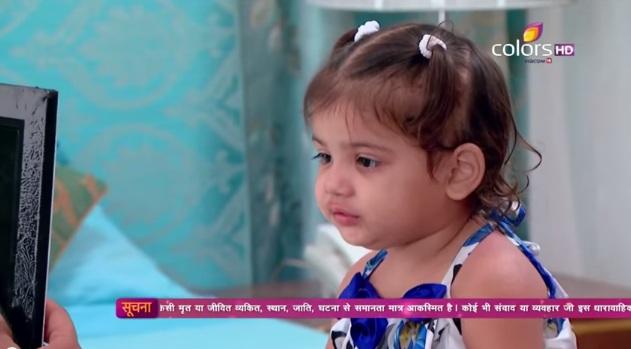 Anjali gleda Simarinu sliku