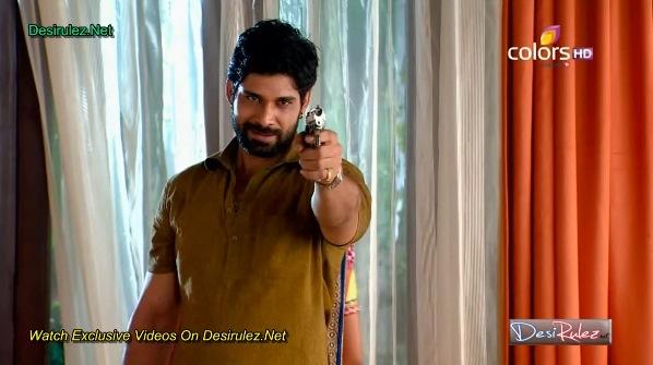 Bhanu upada u kuću naoružan!